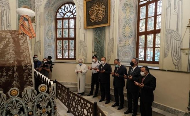 Padişah türbelerinde Kur'an tilâveti