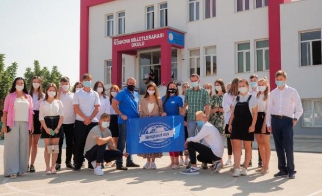 Rus Coğrafya Topluluğu Gençlik Kulübü temsilcileri Silifke'de okul ziyaret etti