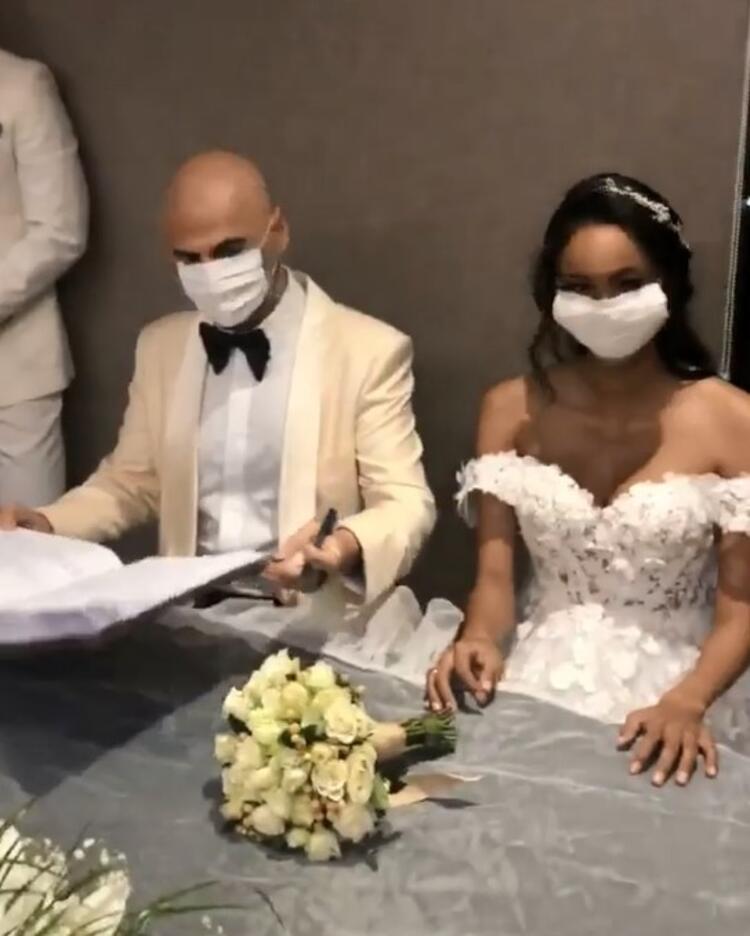 Soner Sarıkabadayı 8,5 Aylık Hamile Sevgilisiyle Evlendi