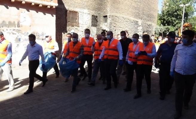 Sur sokaklarında önce temizlik ardından korona virüs denetimi yapıldı