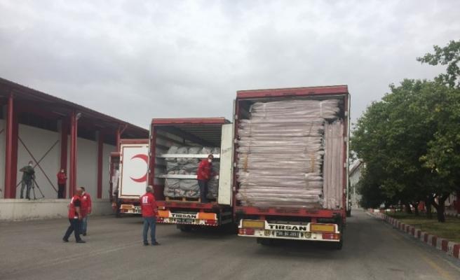Türk Kızılay'dan Azerbaycan halkına 4 tır dolusu insani yardım