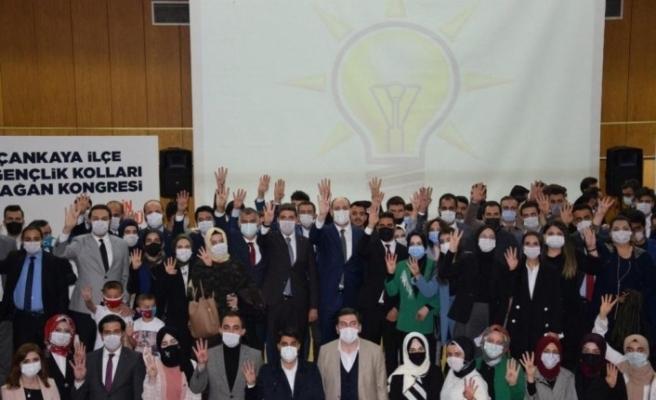 AK Parti Çankaya İlçe Gençlik Kolları 6'ncı Olağanüstü kongresinde Tayfun Arşınkol güven tazeledi