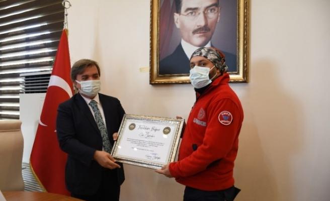 Aksaray'a dönen UMKE ekibine Vali Aydoğdu'dan başarı belgesi