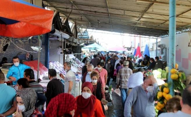 Antalya'da kapalı semt pazarında endişelendiren görüntüler