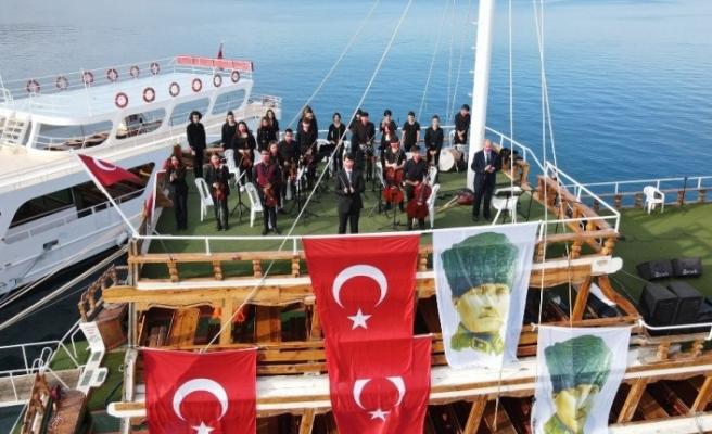 Ayvalık'ta Cumhuriyet'in 97. yıldönümü coşkusu