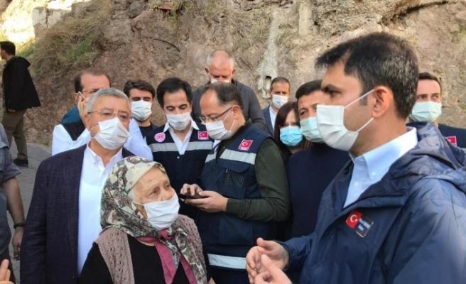 """Bakan Kurum: """"Evlerine kaya düşme riski olan vatandaşların taşınma süreci başladı"""""""