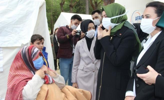 Deprem çadırında Trabzonlu nine ile gülümseten diyalog