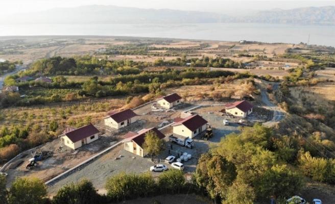 Depreme karşı yapılan çelik evler yükseliyor