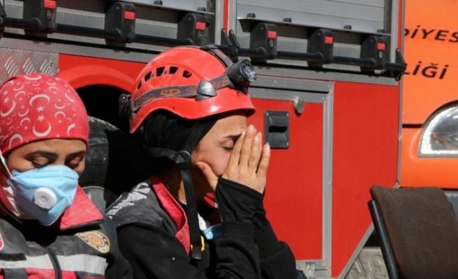 Depremin kahramanları üzüntü ve sevinci bir arada yaşıyor