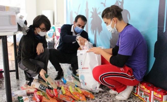 Depremzede çocuklara kırtasiye malzemeleri ve oyuncak dağıtıldı
