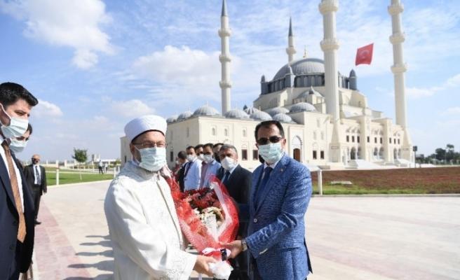 Diyanet İşleri Başkanı Erbaş, Lefkoşa'da Hala Sultan Cami Aile ve Gençlik Merkezinin açılışını yaptı