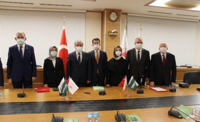 Eminevim'den 'Geleceğe Nefes Ol' kampanyasına 100 bin fidan bağışı