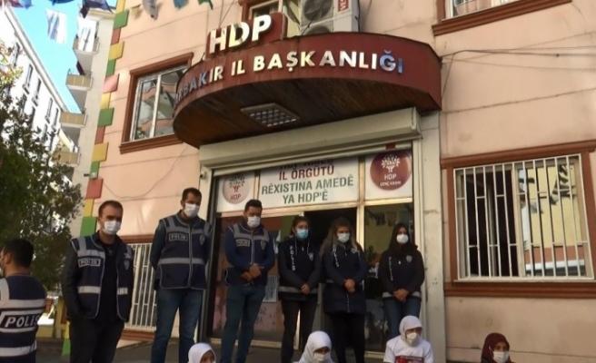 """Evlat nöbetindeki aileler: """"Evlatlarımızın kaçırılmasının tek sorumlusu HDP'dir"""""""
