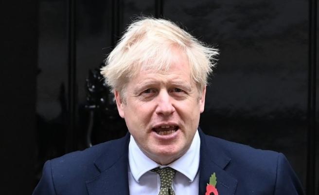 İngiltere'de 1 ay süreyle ulusal çapta sokağa çıkma yasağı ilan edildi