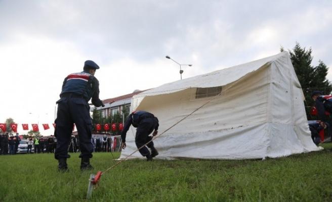 İzmir depreminde 7 dakikada kurulan deprem çadırını 5 dakikada kurdular