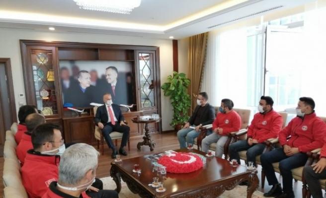 İzmir'deki arama kurtarma çalışmalarından dönen ÇEKUT'u Başkan Poyraz karşıladı