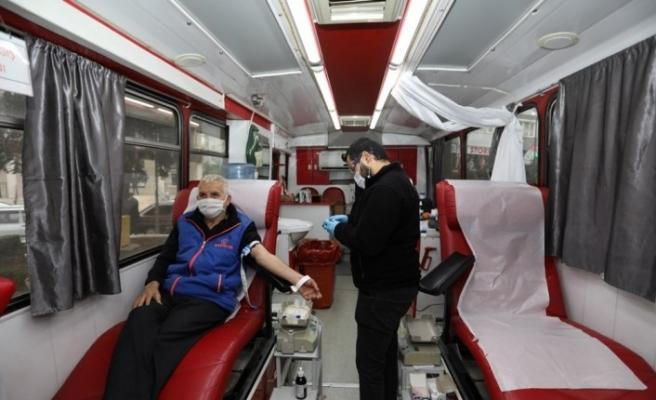 Kızılay Haftasında kan bağışladılar