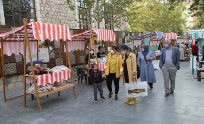 Malatya'nın ilk 'hanımeli pazarı' açıldı