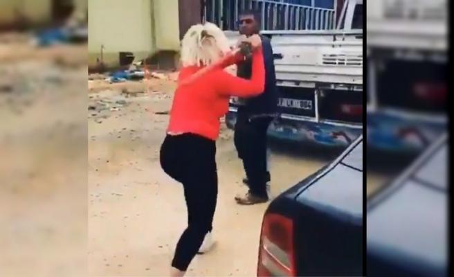 Mamaları çalan hırsızı beyzbol sopasıyla dövdü
