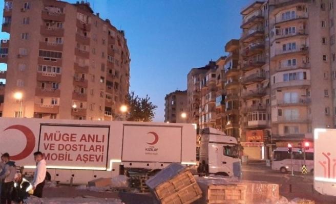 Müge Anlı ve Dostları Aşevi İzmir'de
