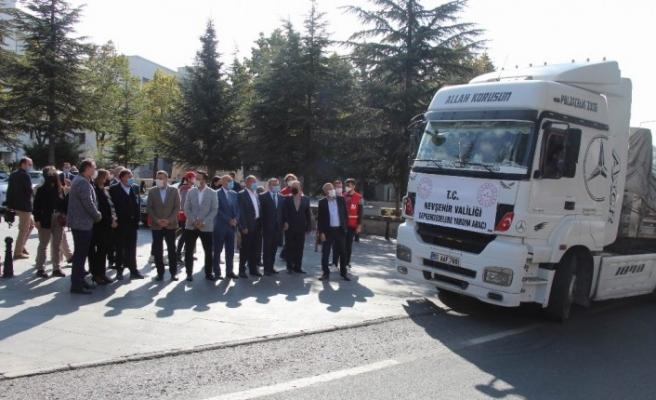 Nevşehir'den İzmir'e bir tır gıda yardımı gönderildi