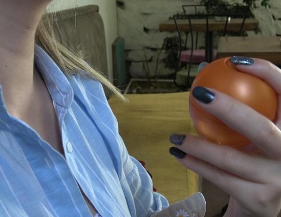 Sahte parfümler hem sağlığa hem de kıyafetlere zarar veriyor