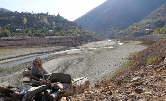 Torul Baraj Gölü'ndeki kuraklık dikkat çekiyor