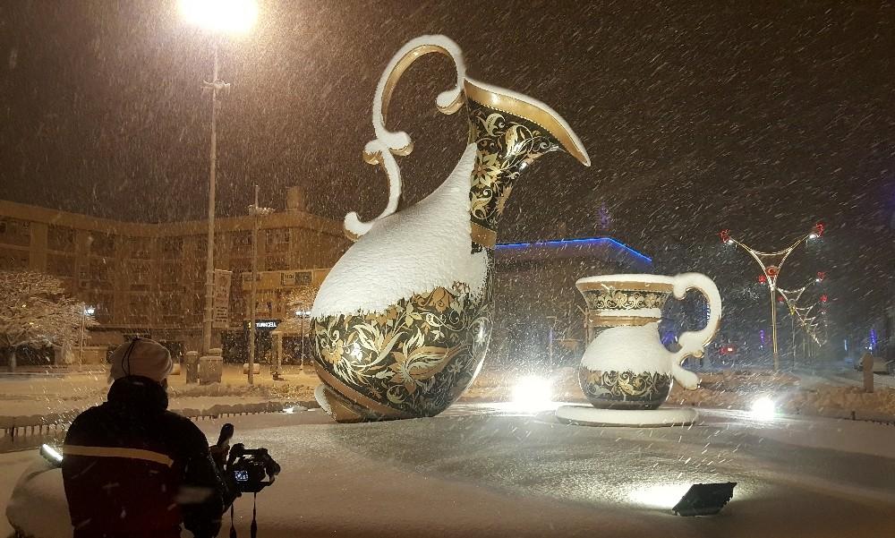 Beyaz gelinliğini giyinen Erzincan'da kartpostallık görüntüler oluştu