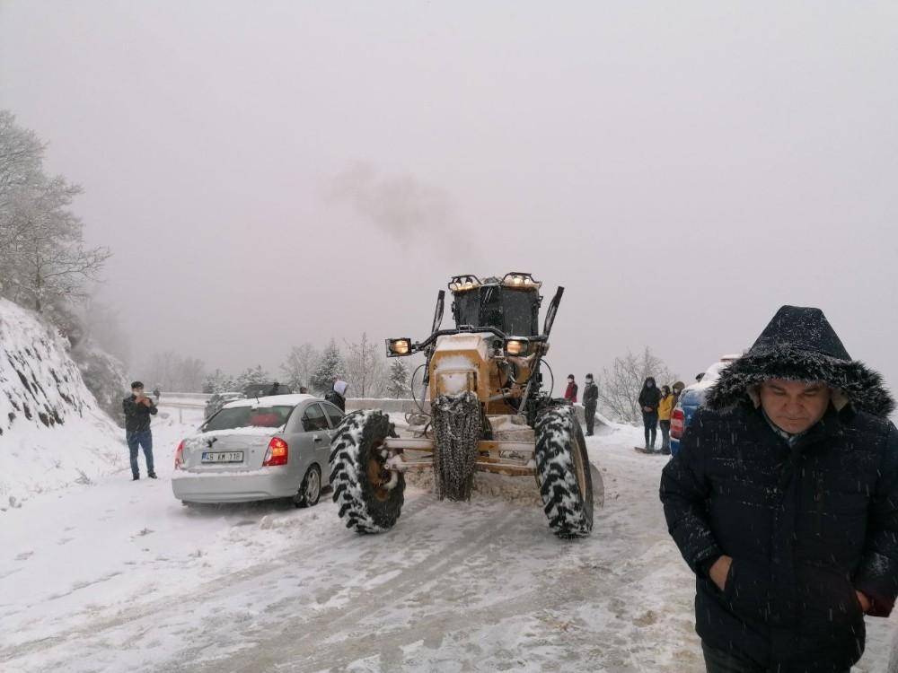 Ödemiş'te dağlar kar altında ekipler alarmda