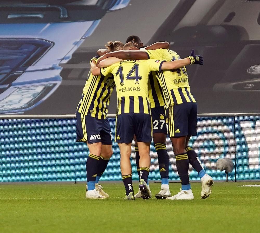 Süper Lig: Fenerbahçe: 1 – Hes Kablo Kayserispor: 0 (İlk yarı)