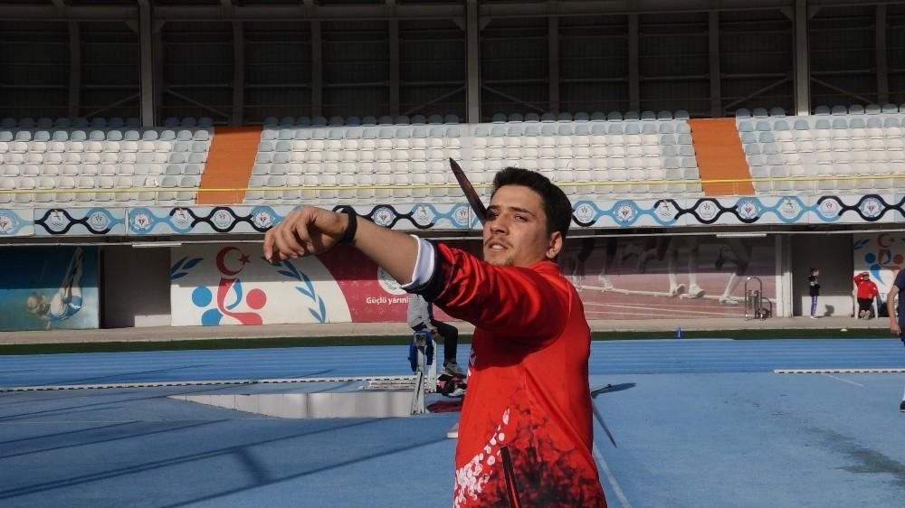 Cirit atma şampiyonu Ümmet Değirmenci, pandemi sürecini güçlenerek geçiriyor