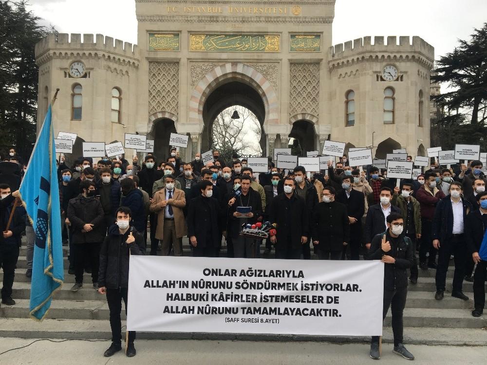 Kabe fotoğrafının yere serilmesi Beyazıt'ta protesto edildi