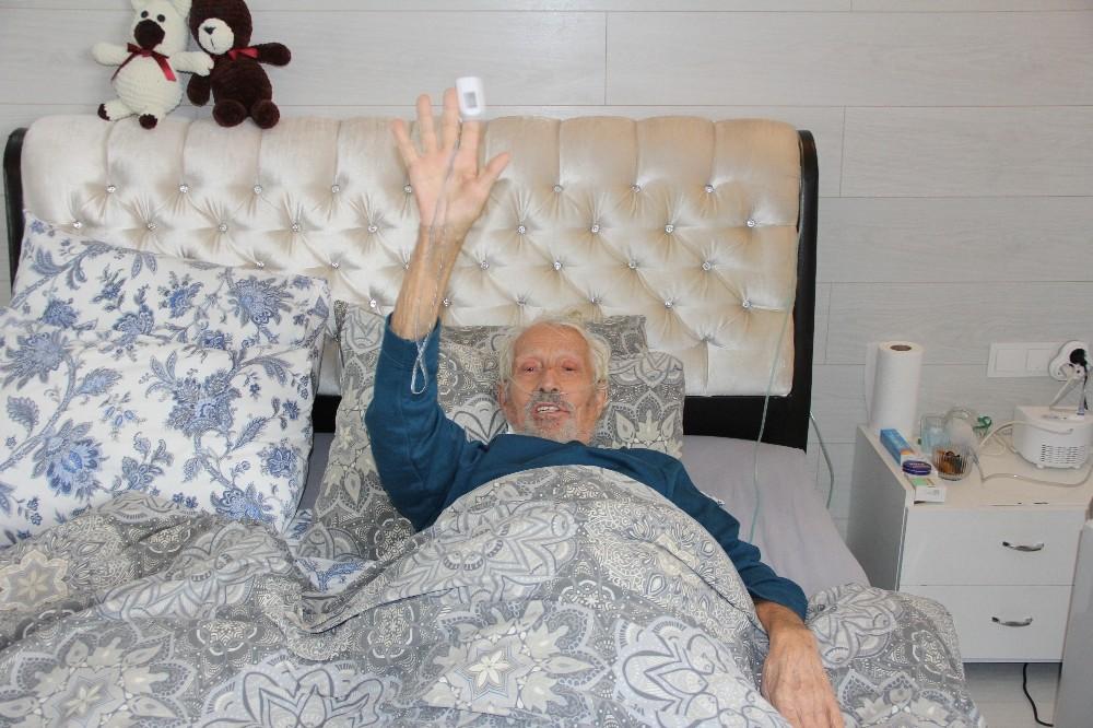 (Özel) İki kez solunumu, bir kez kalbi durdu; 89 yaşında Covid'i yendi