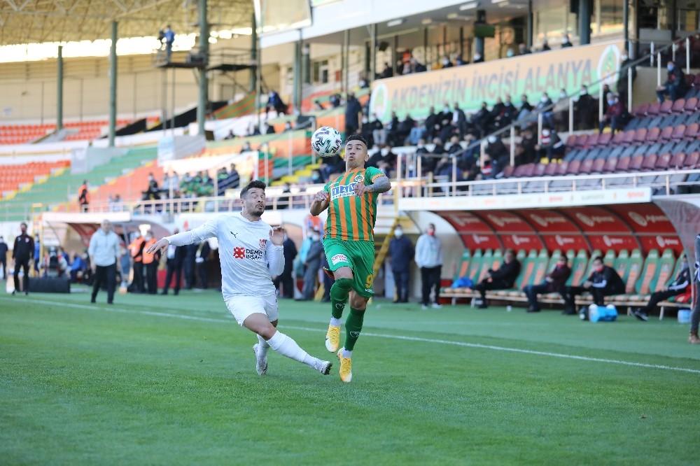 Süper Lig: Aytemiz Alanyaspor: 2 – DG Sivasspor: 0 (İlk yarı)