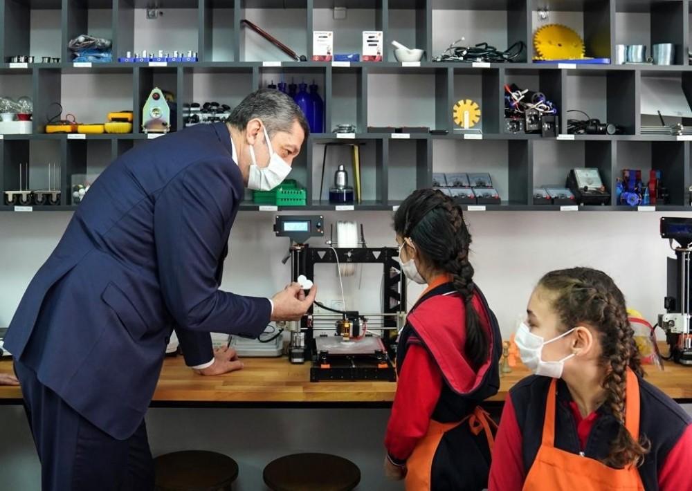 """Bakan Ziya Selçuk: """"Çocuklarımızın ellerini kullanmalarına fırsat vererek teori ve pratiği birleştirmek istiyoruz"""""""