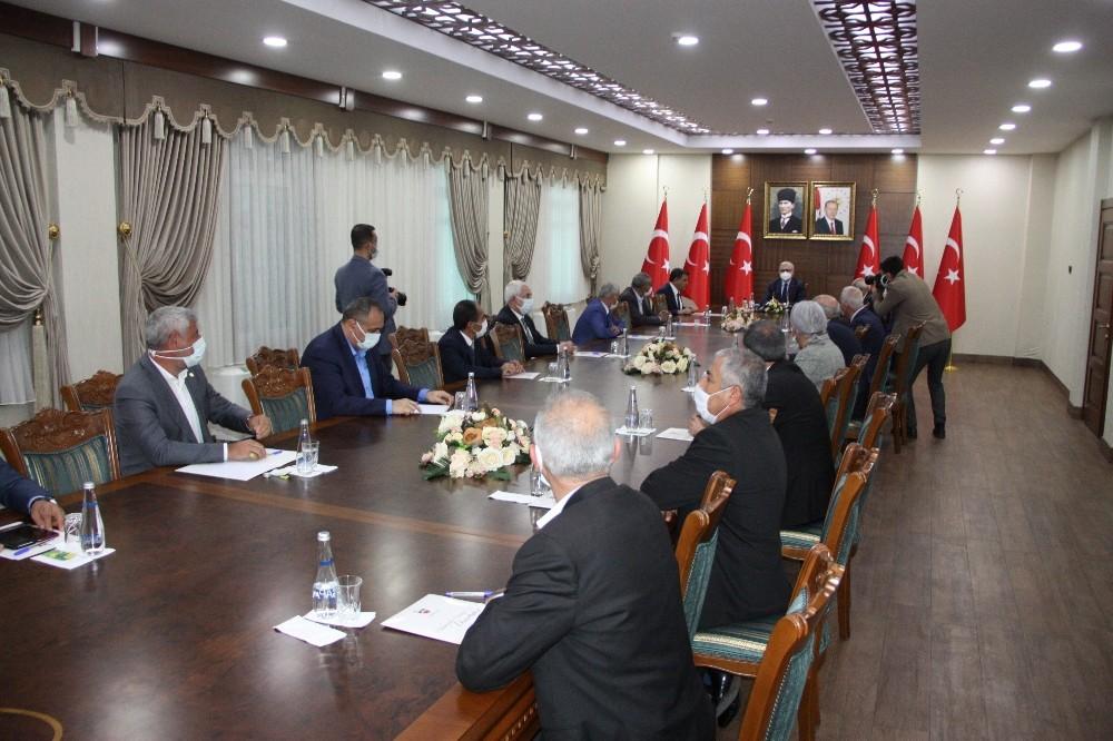 Diyarbakır Valisi Karaloğlu, esnaf oda başkanları ile bir araya geldi