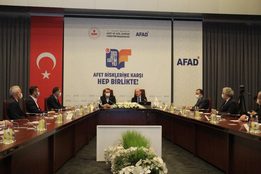 """İçişleri Bakanı Süleyman Soylu: """"Deprem sonrası enkaz altında nerede olduğunuz belirlenebilecek"""""""