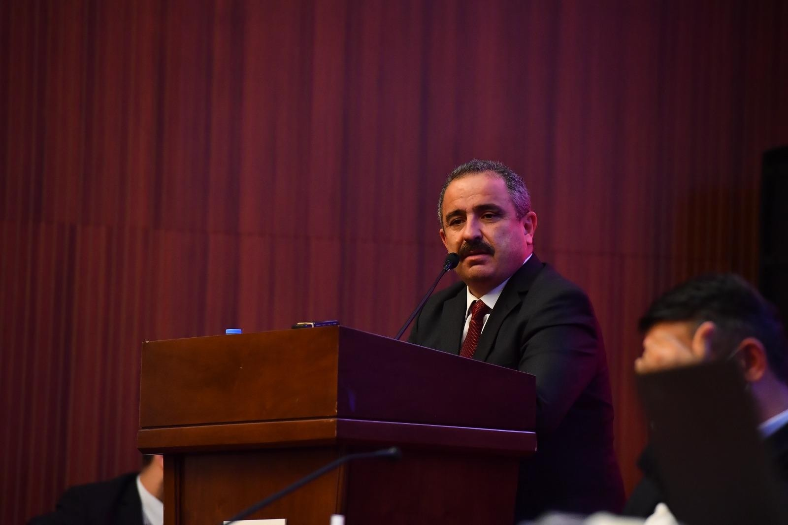 """Ankara Belediye Meclis Üyesi Burhan: """"Ankara Büyükşehir Belediye Başkanı olarak bu konuyla ilgili iki satırlık bir açıklama yapın"""""""