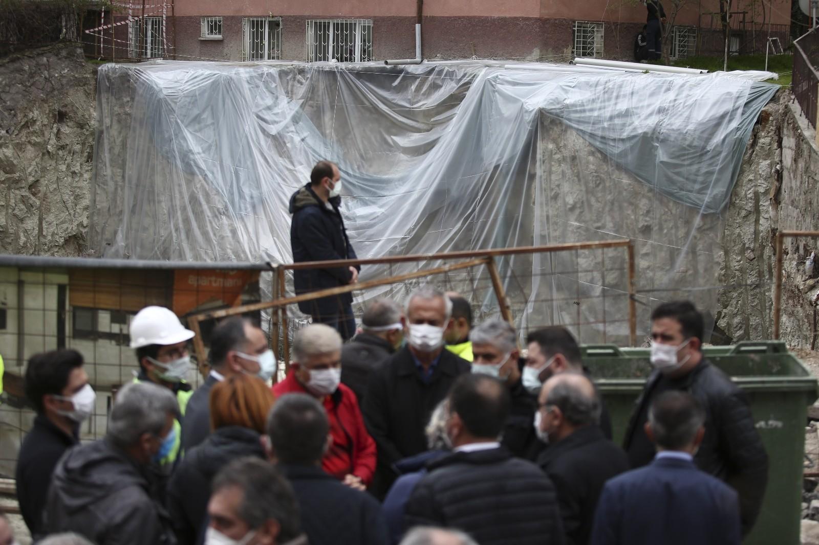 """Başkan Taşdelen: """"Burada hiçbir şekilde binalarda kayma yok, temellerinde oynama yok"""""""