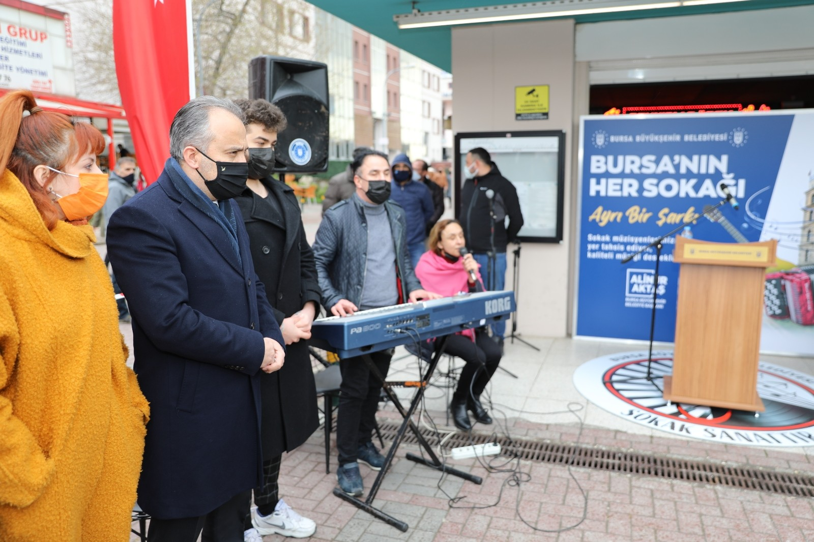 Bursa'da 60 sokak müzisyeni sanata başladı