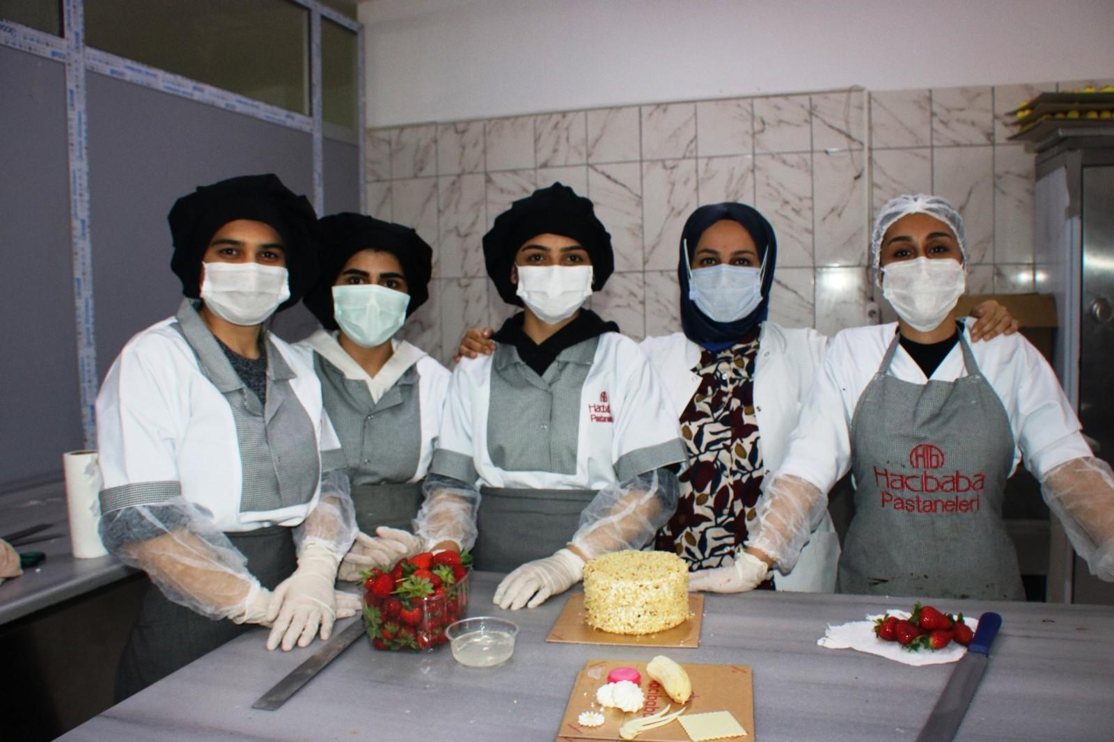 'Kadınlar beceremez' algısını yıkarak 180 kadına farklı birimlerde istihdam sağladı