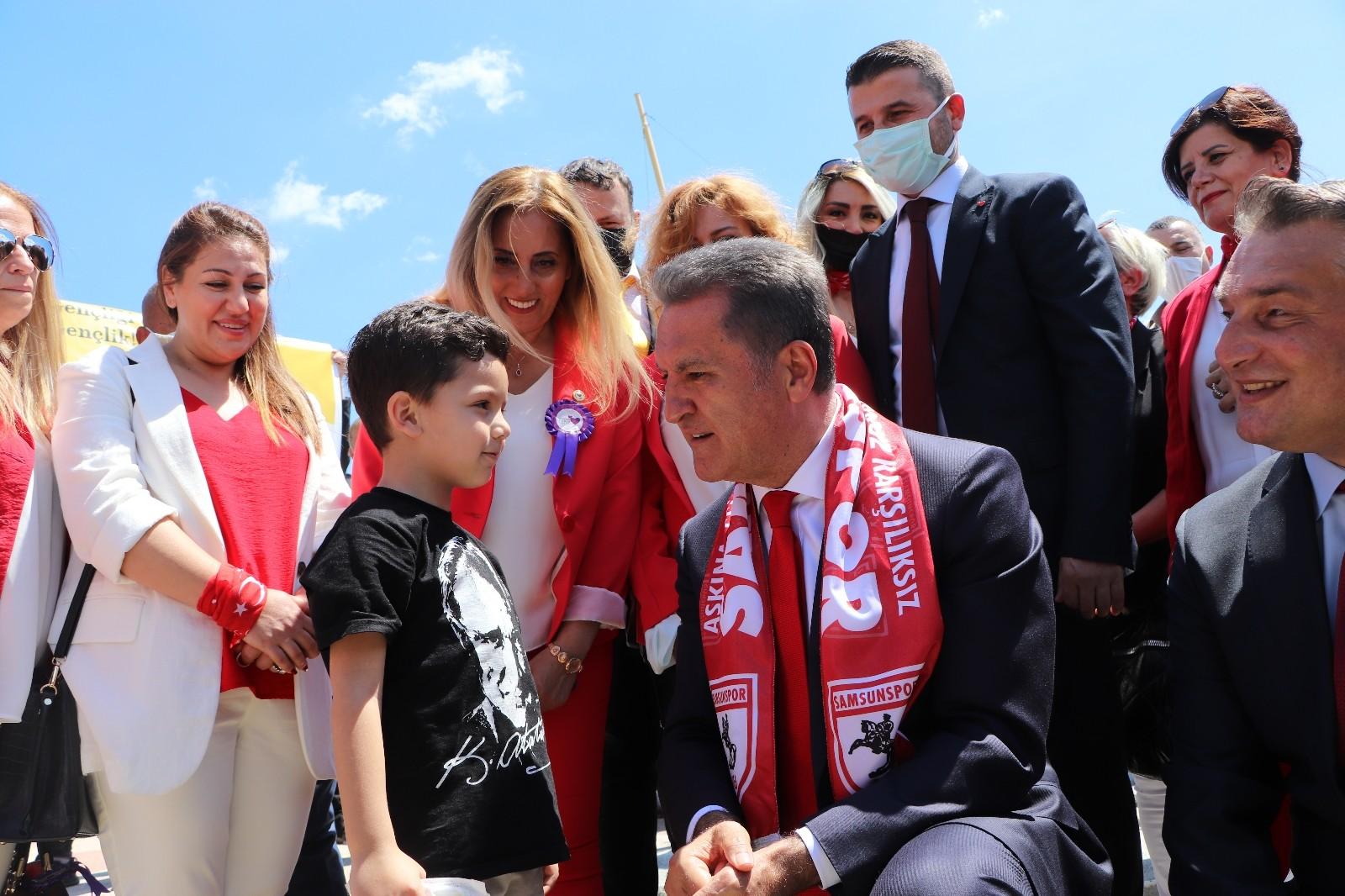 """Mustafa Sarıgül gençlere seslendi: """"Ülkemizin önünü ve sizin önünüzü Türkiye Değişim Partisi açacak"""""""