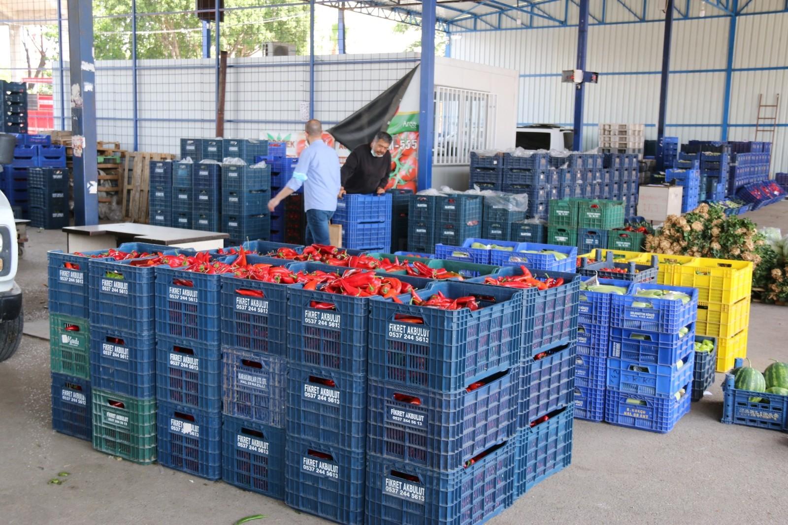 (ÖZEL) Antalya halinde semt pazarı hareketliliği başladı